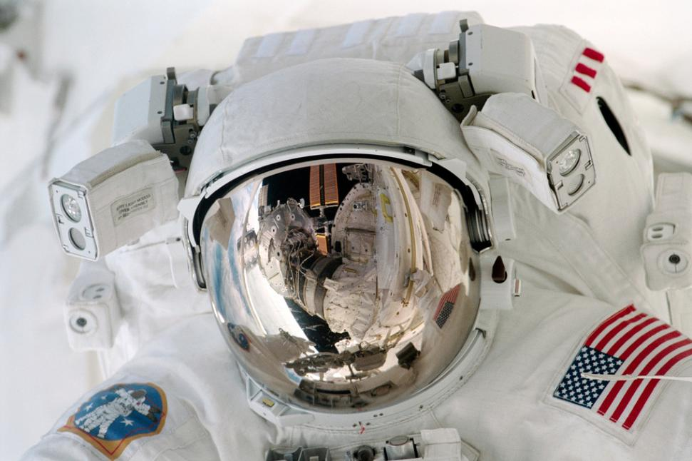 Le premier selfie de l'espace...