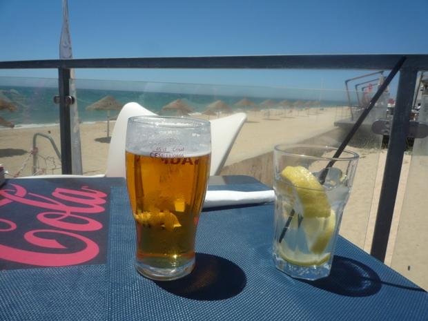 Un p'tit verre au soleil sur la plage de Faro