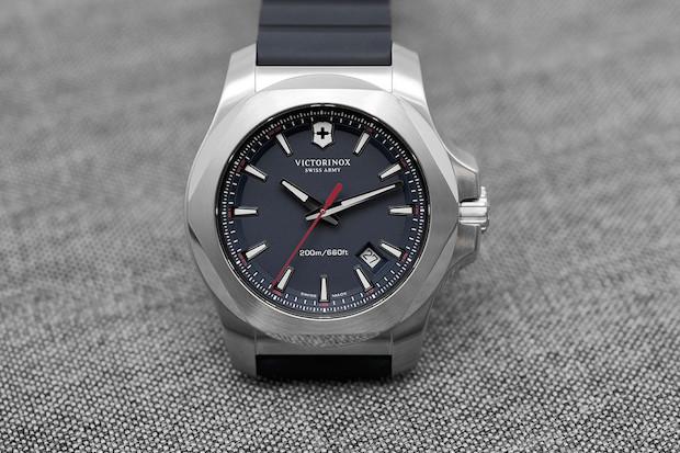 Présentation de la montre I.N.O.X. de Victorinox