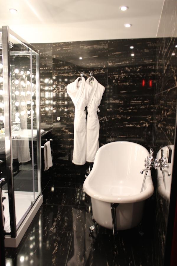 hotel seven baignoire