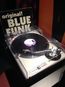hotel idol 1 vinyl