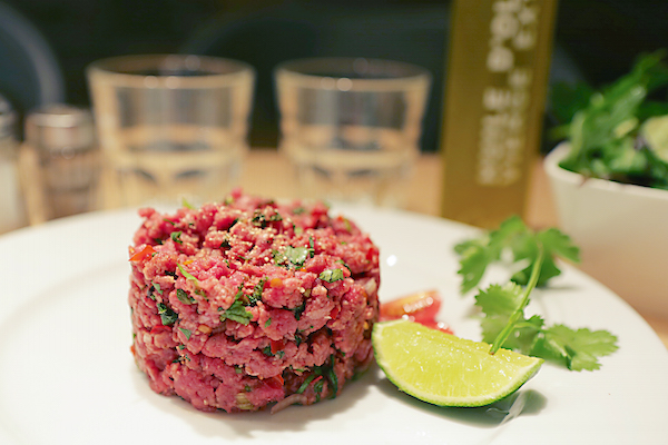 Spicy Home Paris bar à cocktails TARTARE DE BOEUF FACON ASIATIQUE
