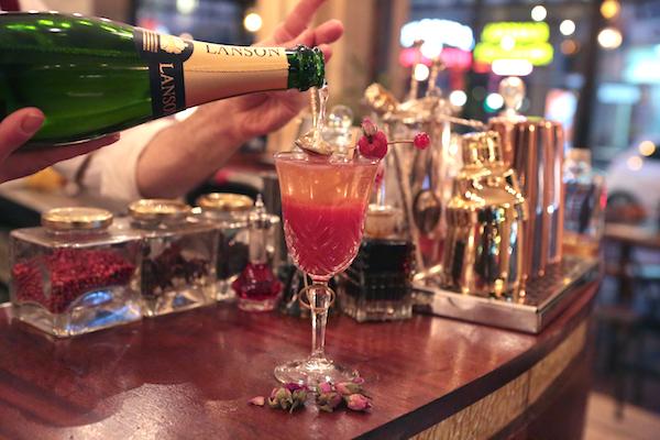 Spicy Home Paris bar à cocktails barman