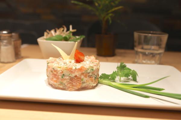 Spicy Home Paris bar à cocktails tartare de saumon au gingembre