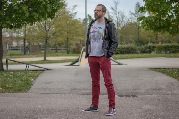 Comment porter un pantalon rouge homme rock