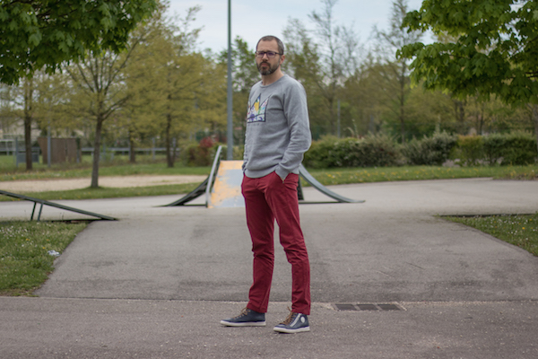 Comment porter un pantalon rouge homme sweat