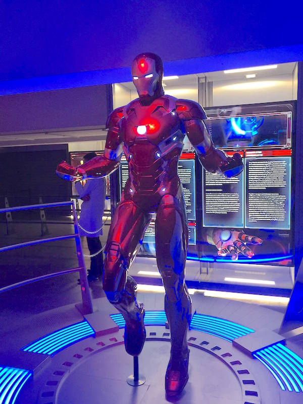 avengers-station-exposition iron man statue