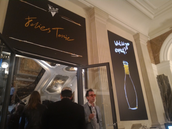 villa schweppes hotel marois folies tonic