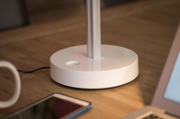 Lampe de bureau Dyson CSYS Test avis bouton