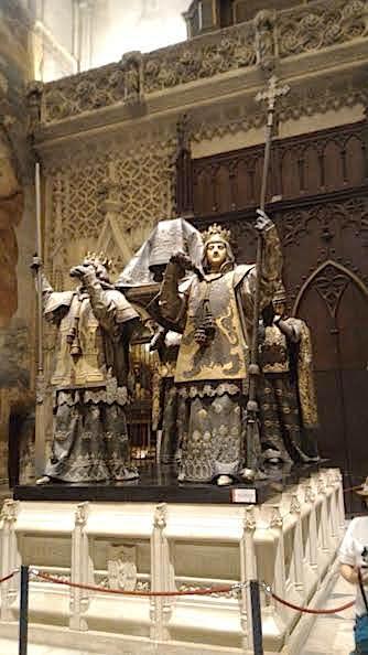 La tombe de Christophe Colomb dans la Cathérale