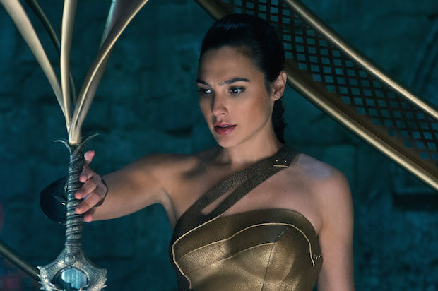 critique wonder woman film gal gadot