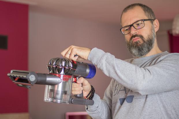 test aspirateur dyson v8 absolute sans sac bouton