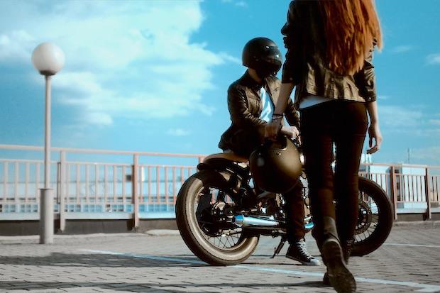 Les 7 indispensables de la route pour les motards !