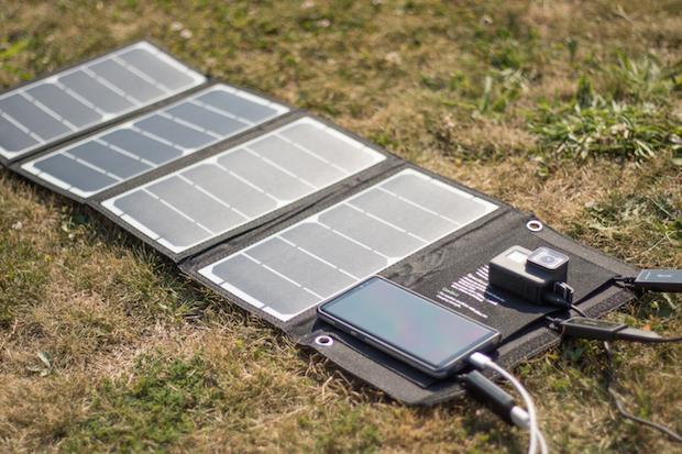 [Test & Avis] RAVPower 24W, le chargeur solaire USB tout-terrain !