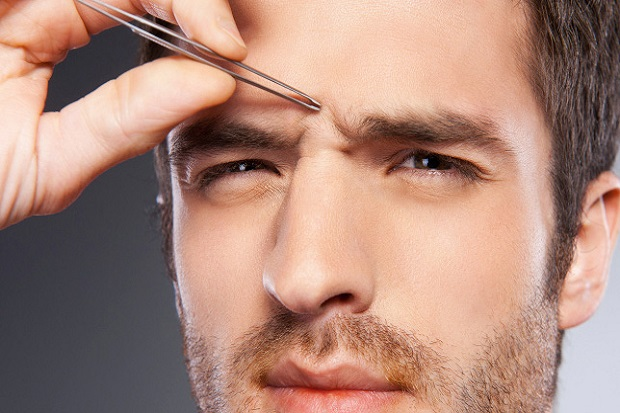 L'épilation des sourcils, c'est aussi pour les hommes !