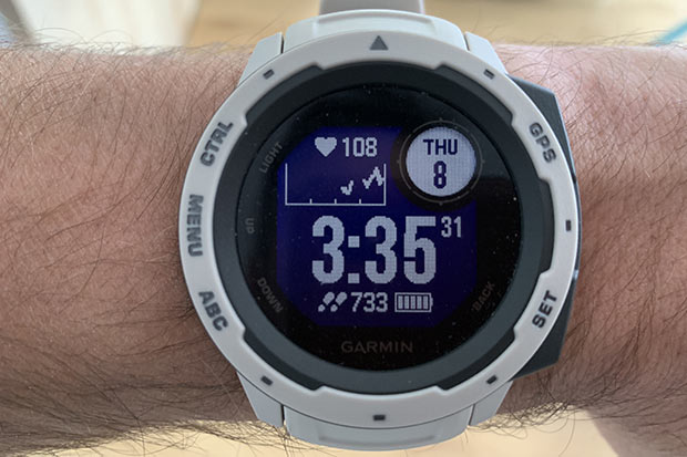 Test de la montre GPS Garmin Instinct : va y avoir du sport !