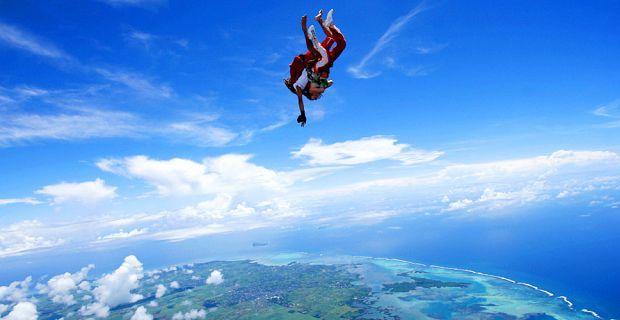 idee enterrement vie garcon parachute