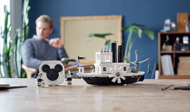 bateau mickey lego noir et blanc 90 ans