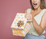 Offrir un vêtement à une femme : les pièges à éviter !