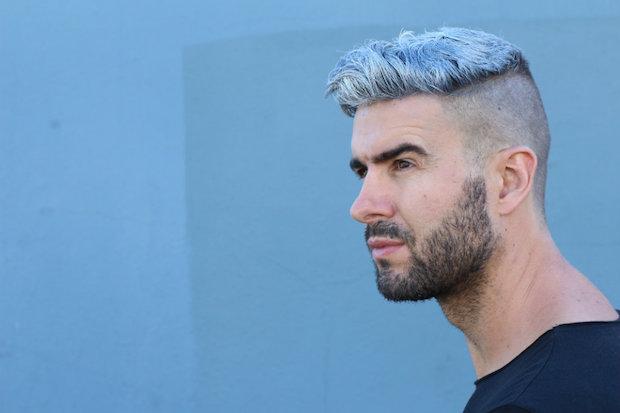 homme-cheveux-gris