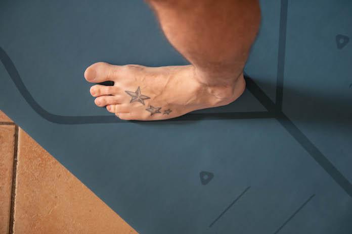 accessoire pour faire du yoga indispensable tapis marquage