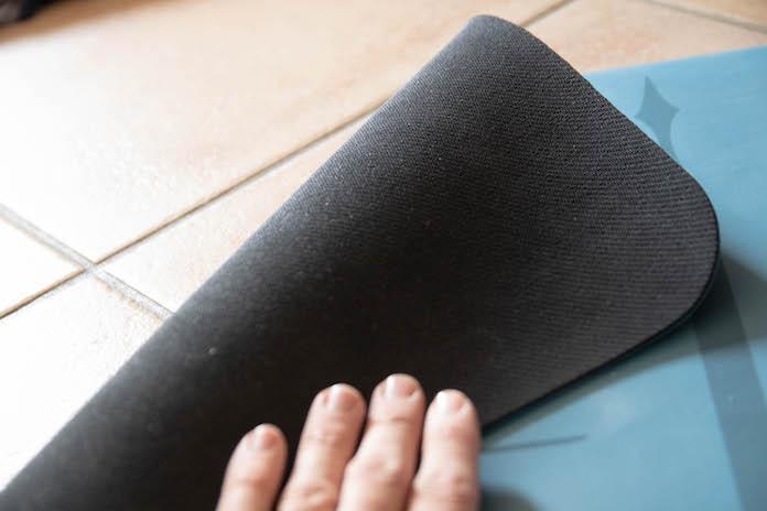 accessoire pour faire du yoga indispensable tapis ne glisse pas