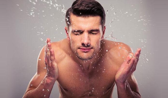 comment-paraitre-plus-jeune-nettoyer-visage