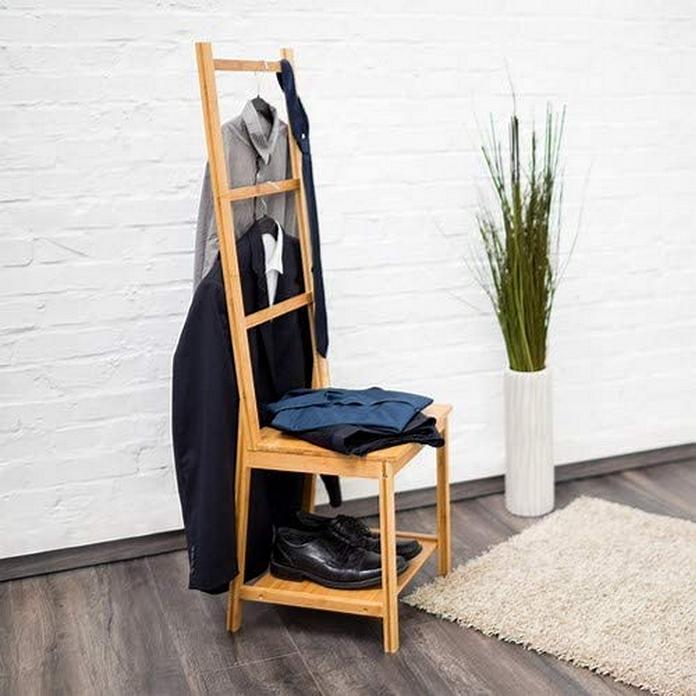rangement malin chambre maison salle de bain chaise vetement portant serviette chemise bois