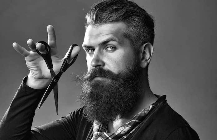 comment-avoir-une-barbe-douce-tailler-ciseaux