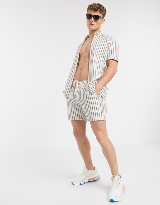 ensemble chemise short asos tenue look ete homme 2020 rayure blanc noir