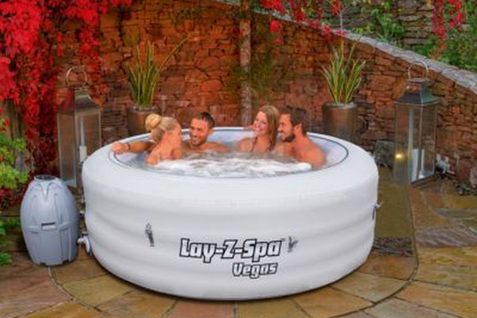 jaccuzi Jacuzzi spa piscine exterieur gonflable pas cher amenagement mobilier jardin
