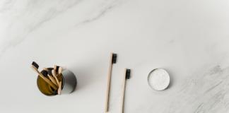 zero dechet salle de bain wc maison ecoresponsable reutilisable brosse a dent dentifrice barbe rasage menstruation