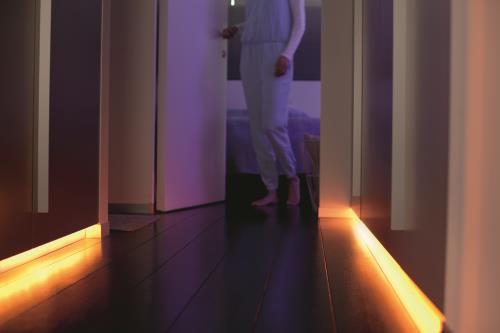 maison connectee lumiere lampe luminaire wifi connexion smartphone led guirlande ruban