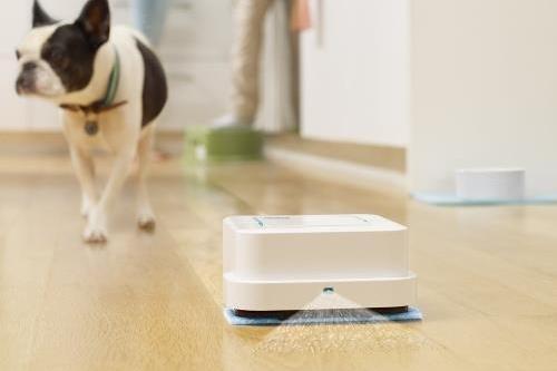 robot laveur sol intelligent autonome maison connectee connexion smartphone high tech
