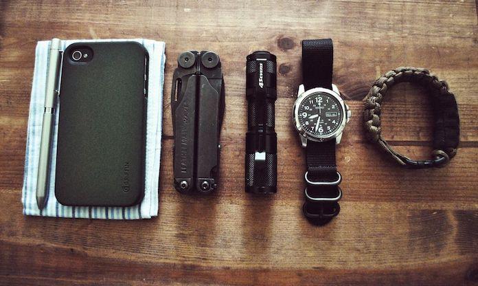 accessoires-indispensables-homme-pince-multifonctions-leatherman