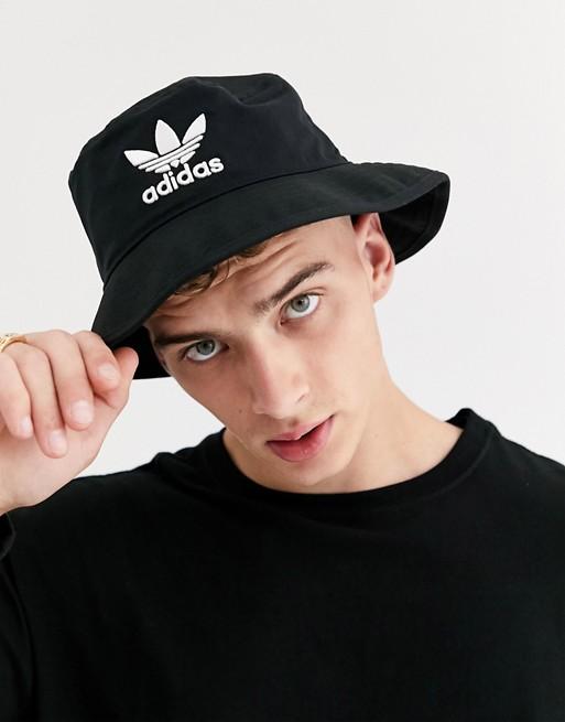 look style mode homme 2020 ete outfit tenue idee vetement accessoire chapeau bob noir adidas asos