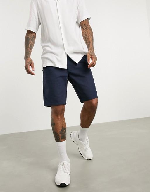 look style mode homme 2020 ete outfit tenue idee vetement short lin ajuste bleu marine fonce confortable vacance asos