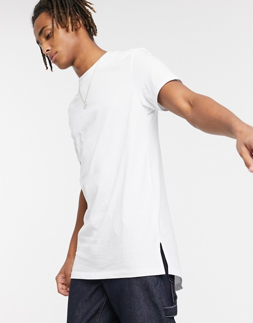 look style mode homme 2020 ete outfit tenue idee vetement t shirt blanche col rond decontracte fendu long asos.
