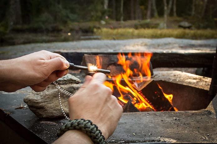 objets-essentiels-survie-pierre-a-feu