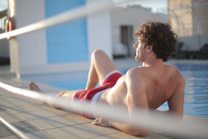 proteger preparer reparer peau bronzage bronzer vite coup de soleil uv astuces pele seche hydratation