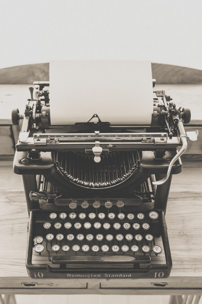 idee cadeau retro vintage accessoire decoration vetement bijoux montre a gousset metal machine a ecrire clavier ordinateur