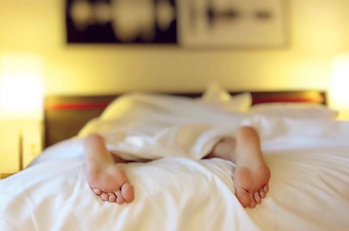 mieux dormir accessoire huile livre hypnose musique masque son materiel apnee sommeil