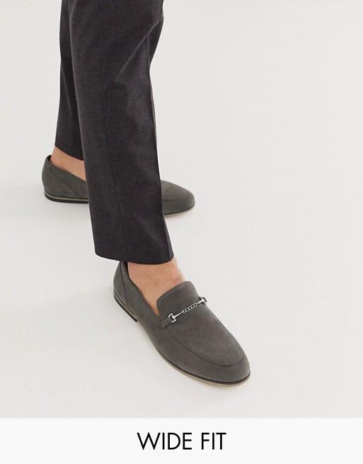 https://www.asos.com/fr/asos-design/asos-design-mocassins-pointure-large-en-imitation-daim-avec-mors-et-semelle-noire-gris/prd/14587253?clr=gris&colourwayid=16628104&SearchQuery=&cid=11247