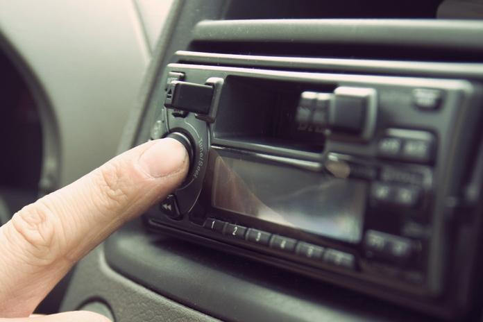 post radio voiture pas cher qualite accessoire musique automobile USB bluetooth