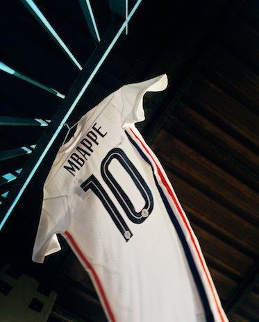 nouveau-maillot-equipe-de-france-euro-2020-exterieur