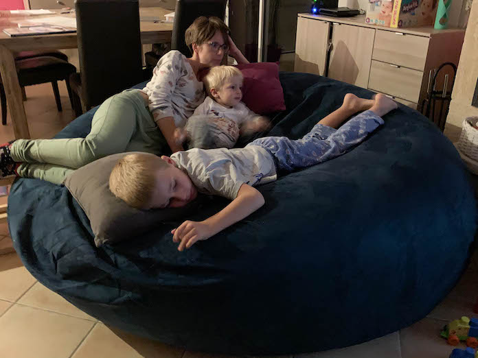 test bananair avis pouf geant famille taille