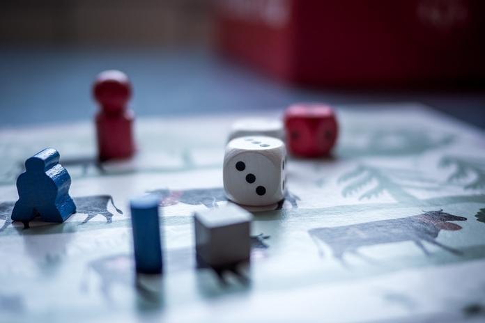 amenagement salle jeu jeux societe classique table jeu