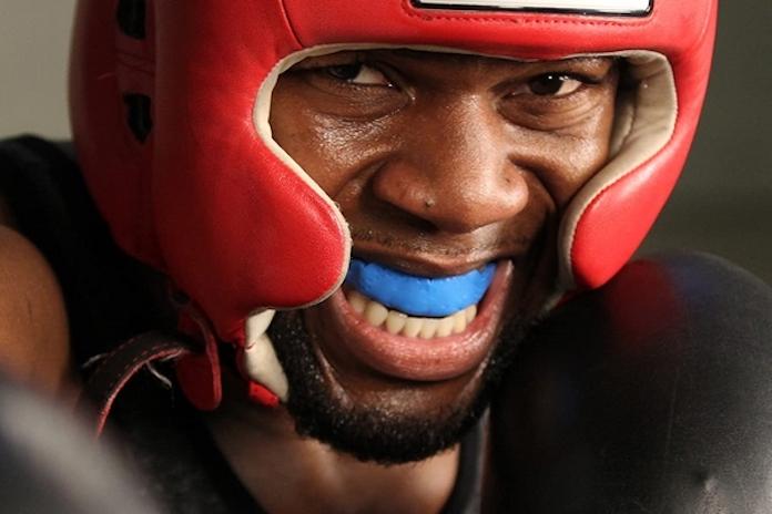 quel-equipement-choisir-commencer-boxe-protege-dent