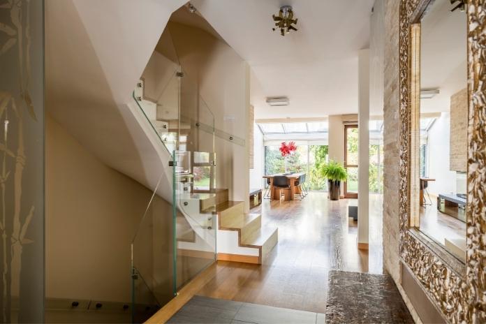 decoration maison doree deco or mobilier miroir