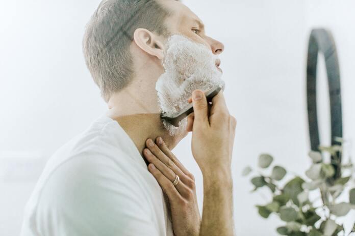 4-vertus-du-savon-alep-pour-hommes-mousse-raser